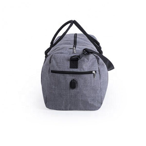 szara torba podróżna
