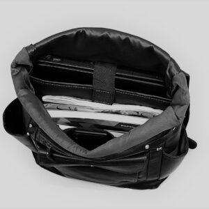 elegancki plecak skórzany dla motocyklisty
