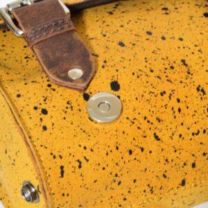 kufer skórzany zółty